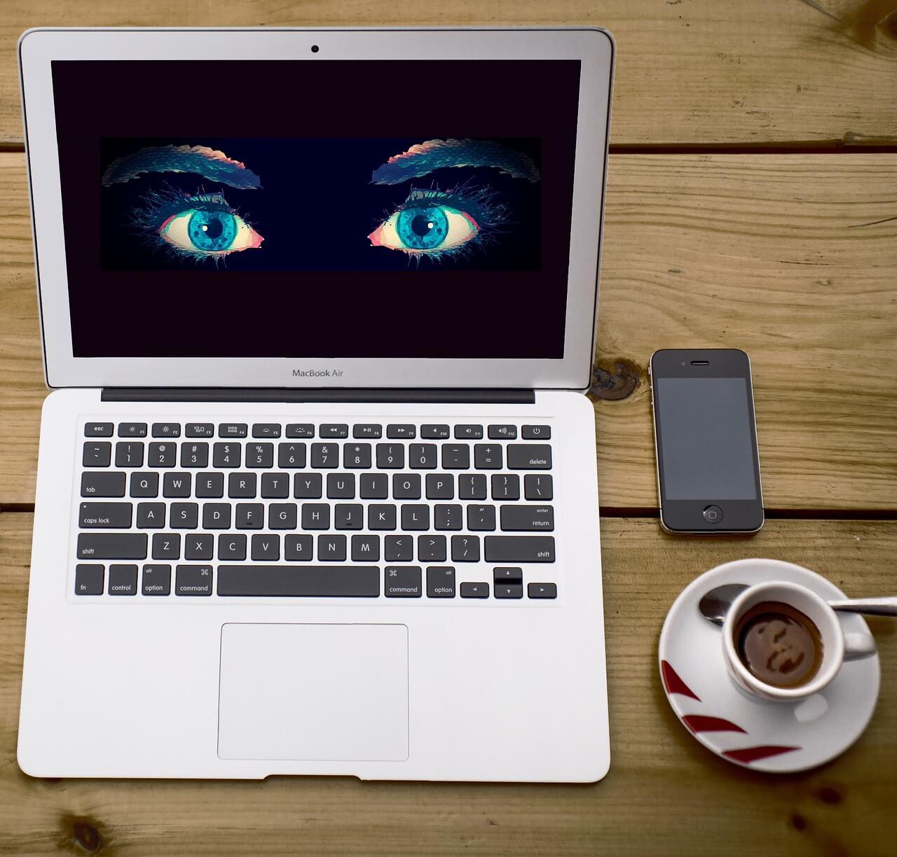 פרטיות בעבודה – מהן זכויות העובדים בהקשר זה?